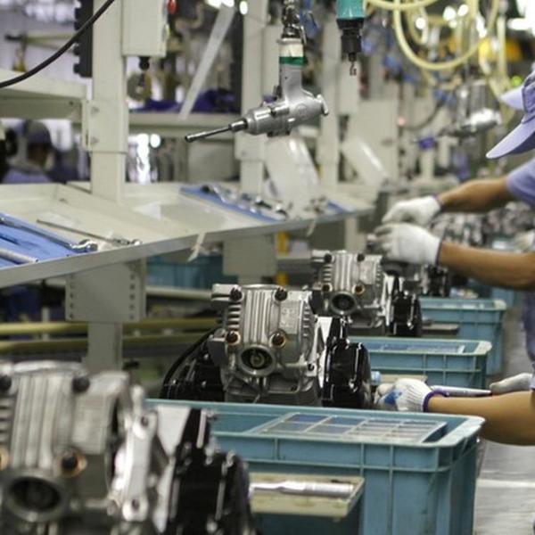 Indústria demite mais do que contrata