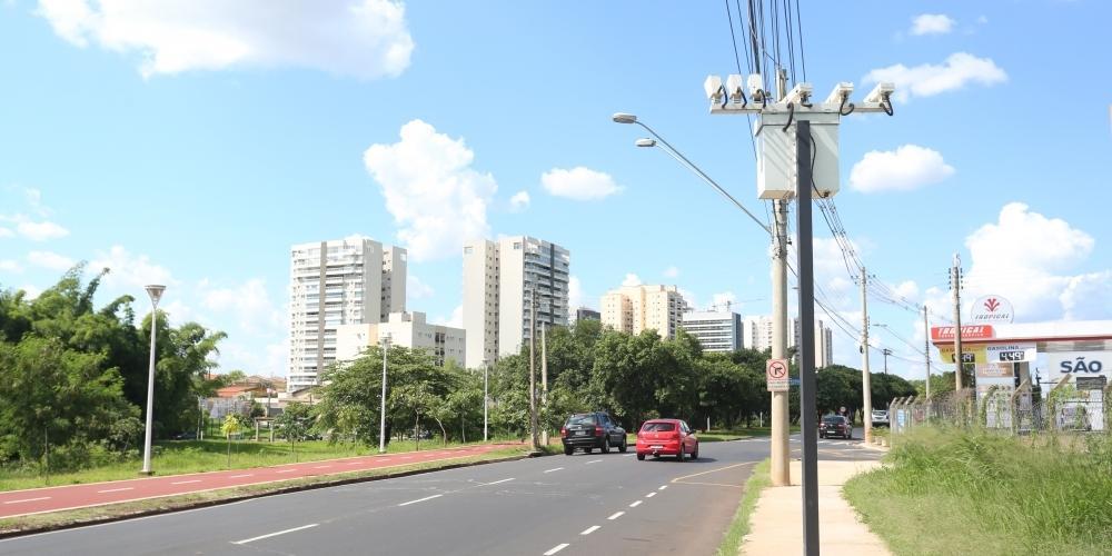 Radar fixo na avenida JK, em Rio Preto (Guilherme Baffi 28/11/2018)