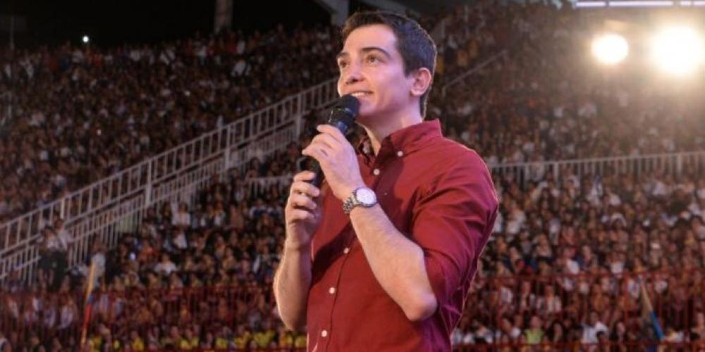 Prefeito Guilherme Ávila, que afastou servidores acusados de desviar  recursos públicos, durante evento (Divulgação/Facebook)