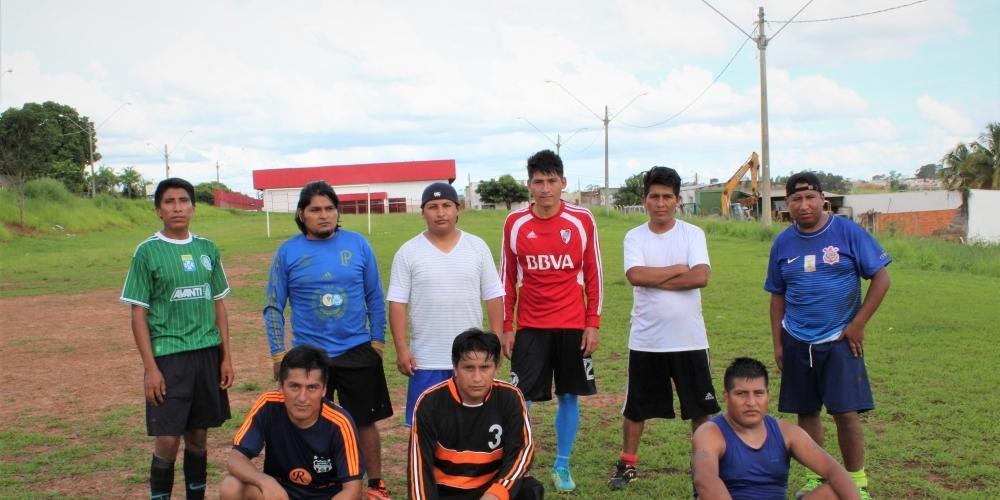 Bolivianos de Bady trabalham em confecções e descartam  retorno ao país de origem (Augusto Fiorin)