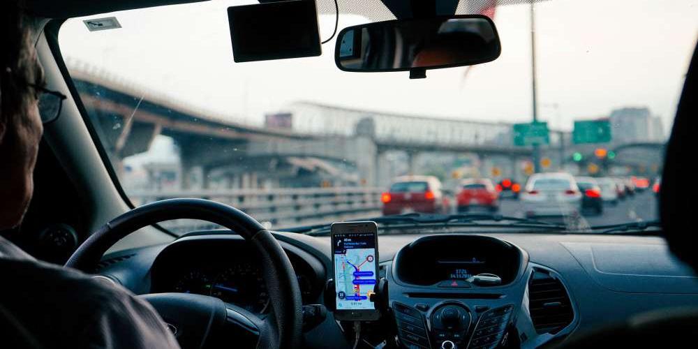 Com combustível alto e reajustes, motoristas estão negando corridas (Freepik/Banco de imagens)