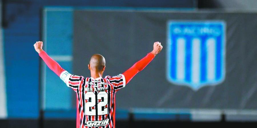 Miranda comemora um dos gols anotados pelo Tricolor em Avellaneda (Divulgação/ Conmebol)