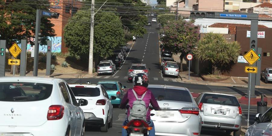 Quem não pagar o IPVA não pode fazer o licenciamento do veículo (Guilherme Baffi 20/07/2021)
