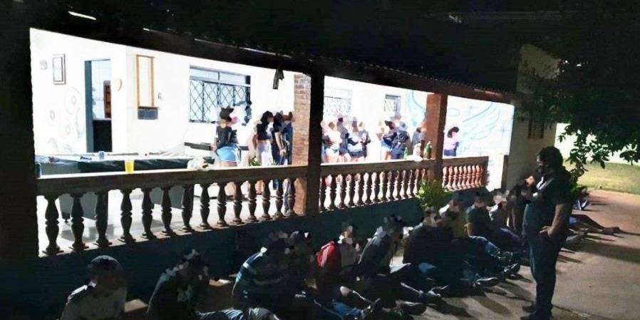 Uma das festas clandestinas em chácara de Rio Preto fiscalizada por órgãos sanitários e de segurança: organizadores foram autuados (Divulgação/Guarda Civil Municipal)