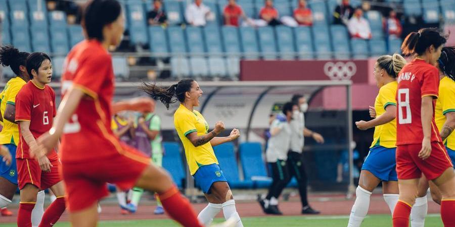 Jogadoras festejam gol durante goleada contra a China, em Miyagi (Lucas Figueiredo/ CBF)