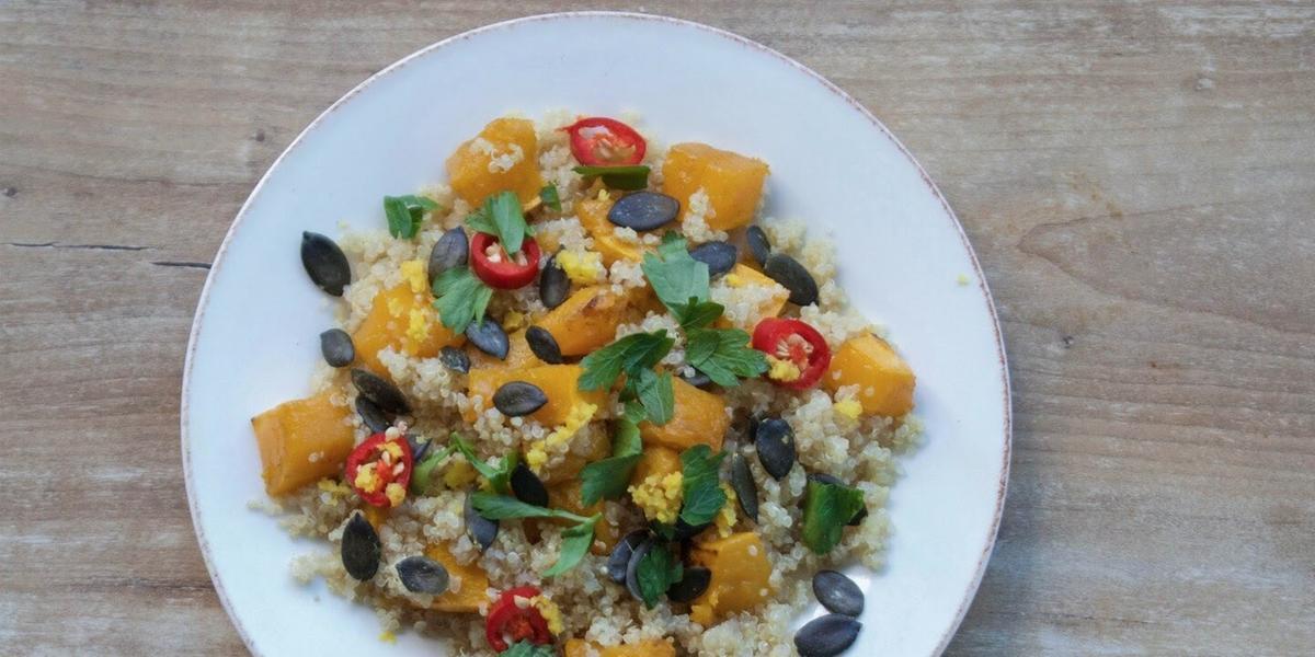 Salada de quinoa assada com abóbora butternut