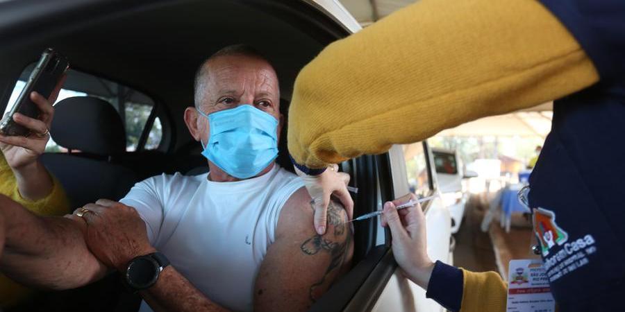 Coronel da reserva da Polícia Militar, Gilmar Torres Peres não precisou de alerta: foi ao posto de vacinação na data indicada para tomar a segunda dose (Guilherme Baffi 21/7/2021)