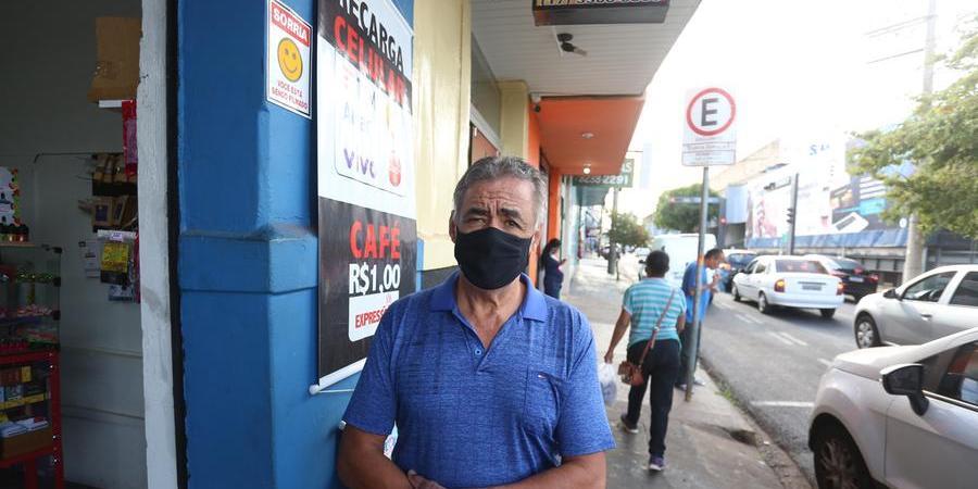 Celso Correa, 64 anos, mantinha há 25 anos uma tabacaria no segundo pavimento da Rodoviária (Guilherme Baffi 21/7/2021)