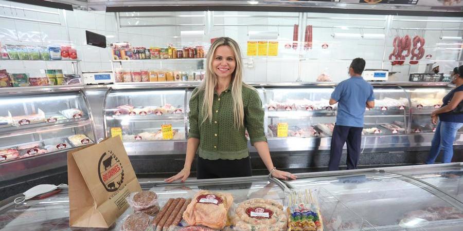 Proprietária do açougue Big Carnes, Vanessa Russo apostou na montagem de kits durante a pandemia (Guilherme Baffi)