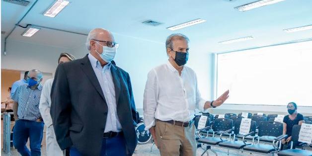 Edinho e Aldenis Borim em visita à unidade de saúde nesta segunda, 23; hospital municipal vira prioridade para prefeito cumprir promessa (Divulgação/Prefeitura de Rio Preto)