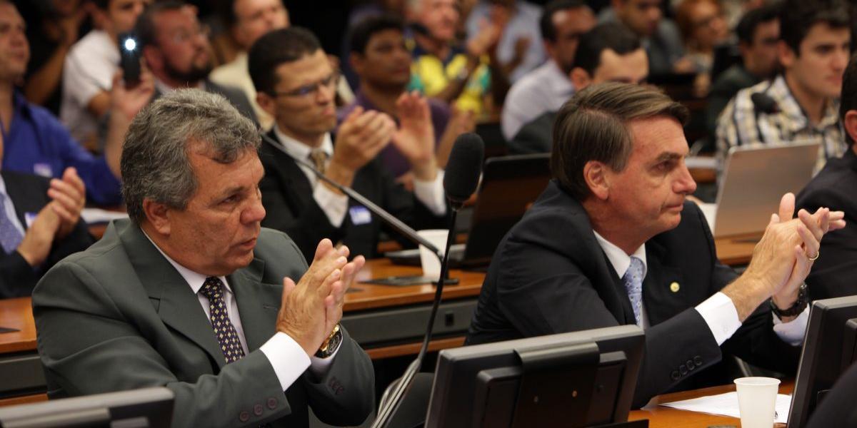 Deputado Alberto Fraga (DEM/DF) e Jair Bolsonaro (sem partido), na época, deputado pelo PSC (ANTONIO ARAUJO/AGÊNCIA CÂMARA)