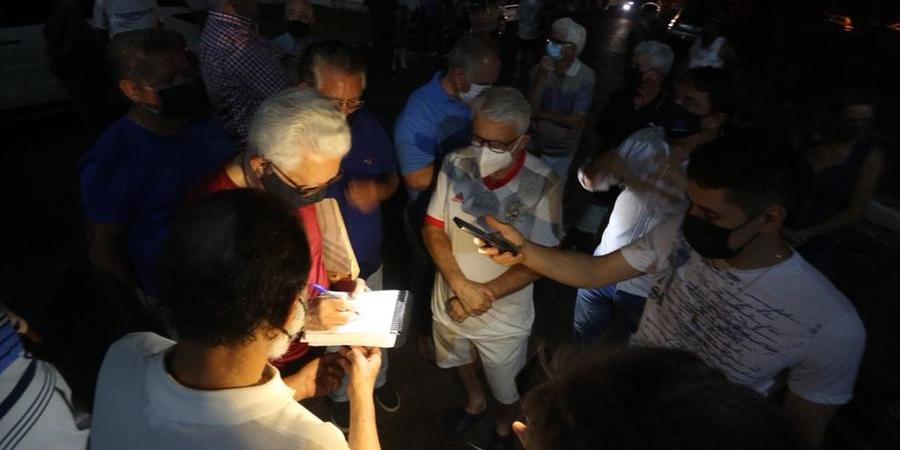 Oposição faz, às escuras, ata paralela após ser impedida de entrar no Teixeirão (Guilherme Baffi 13/9/2021)