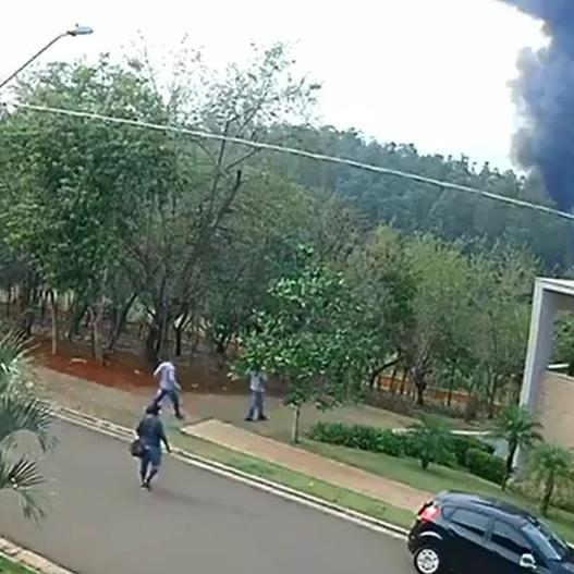 Queda de avião mata casal, três filhos, piloto e copiloto no interior de São Paulo