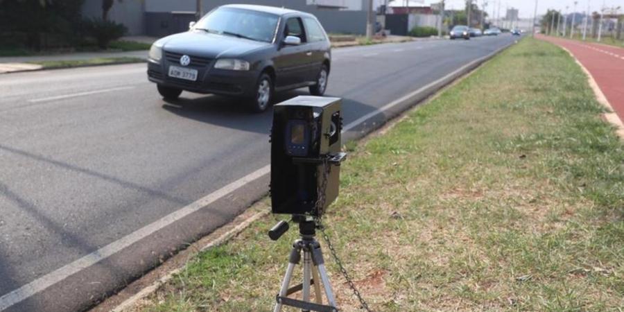 Radar estático usado pela Secretaria de Trânsito do município para multar por excesso de velocidade; dois aparelhos que fazem esse tipo de fiscalização retornam à ruas e avenidas a partir da próxima segunda-feira, 20 (Guilherme Baffi 19/9/2019)
