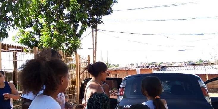 Ação realizada pela ONG Todos contra a Fome na Favela da Vila Itália, em Rio Preto (Divulgação)