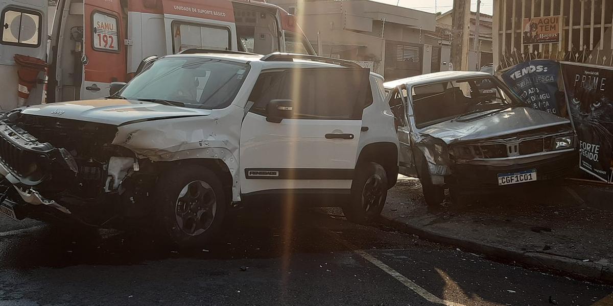 Motorista embriagado e sem CNH provoca acidente em esquina da Boa Vista, em Rio Preto (Colaboração/Leitor)