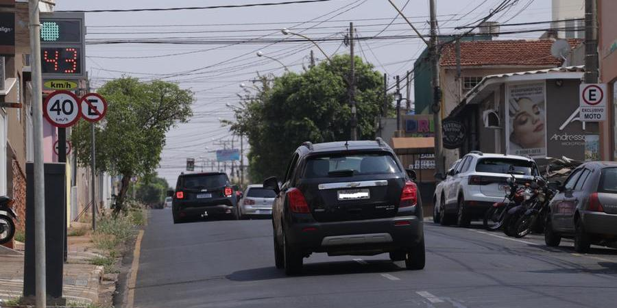Motorista passa em lombada eletrônica na rua Saldanha Marinho (Johnny Torres 20/9/2021)