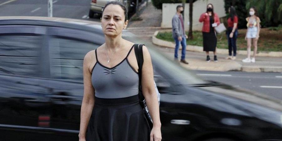 Atriz Fernanda Viacava em cena do curta 'Pêndulo' (Divulgação/Luiz Áureo)