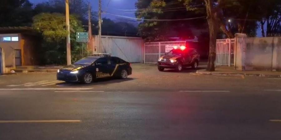 Policiais deixam a sede da PF de Rio Preto na manhã desta terça para cumprir mandados de busca e apreensão na cidade (Divulgação/PF)
