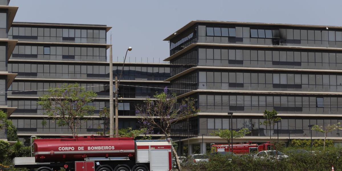 Incêndio atinge consultório no último andar de centro empresarial de Rio Preto (Johnny Torres 23/09/21)