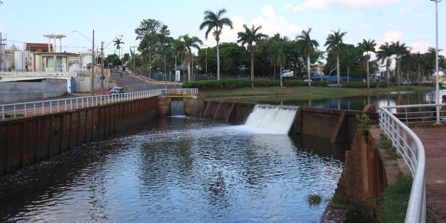 Vertedouro da Represa nesta segunda: chuvas fizeram os lagos encherem (Guilherme Baffi 11/10/2021)