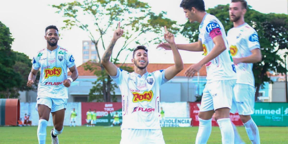 Jogadores do CAV comemoram gol contra o Velo Clube (Rafael Bento/ Votuporanguense)
