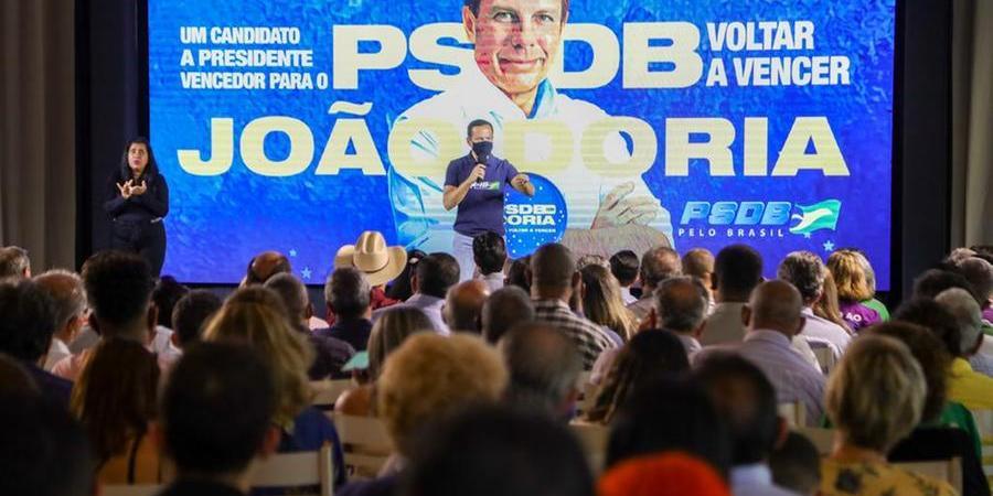 Governador João Doria em reunião do partido em Araçatuba; tucano tem de vencer a disputa interna para conseguir concorrer à Presidência da República em 2022 (Divulgação)