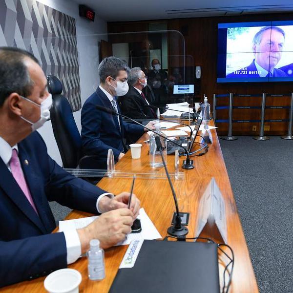 CPI aprova relatório que acusa Bolsonaro